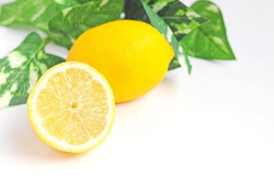 クエン酸を含むレモン