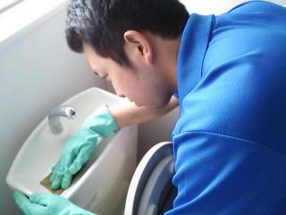 手洗い台の水垢やカルキもキレイにお掃除